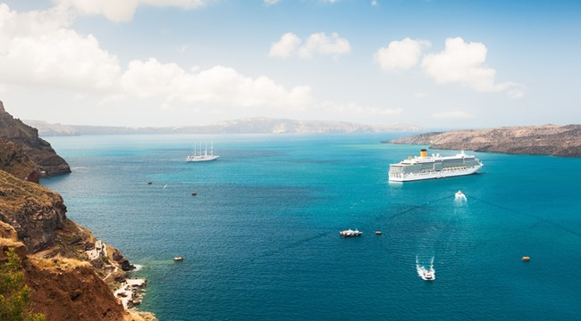 Cruise Ship Greek Islands_573833785.jpg